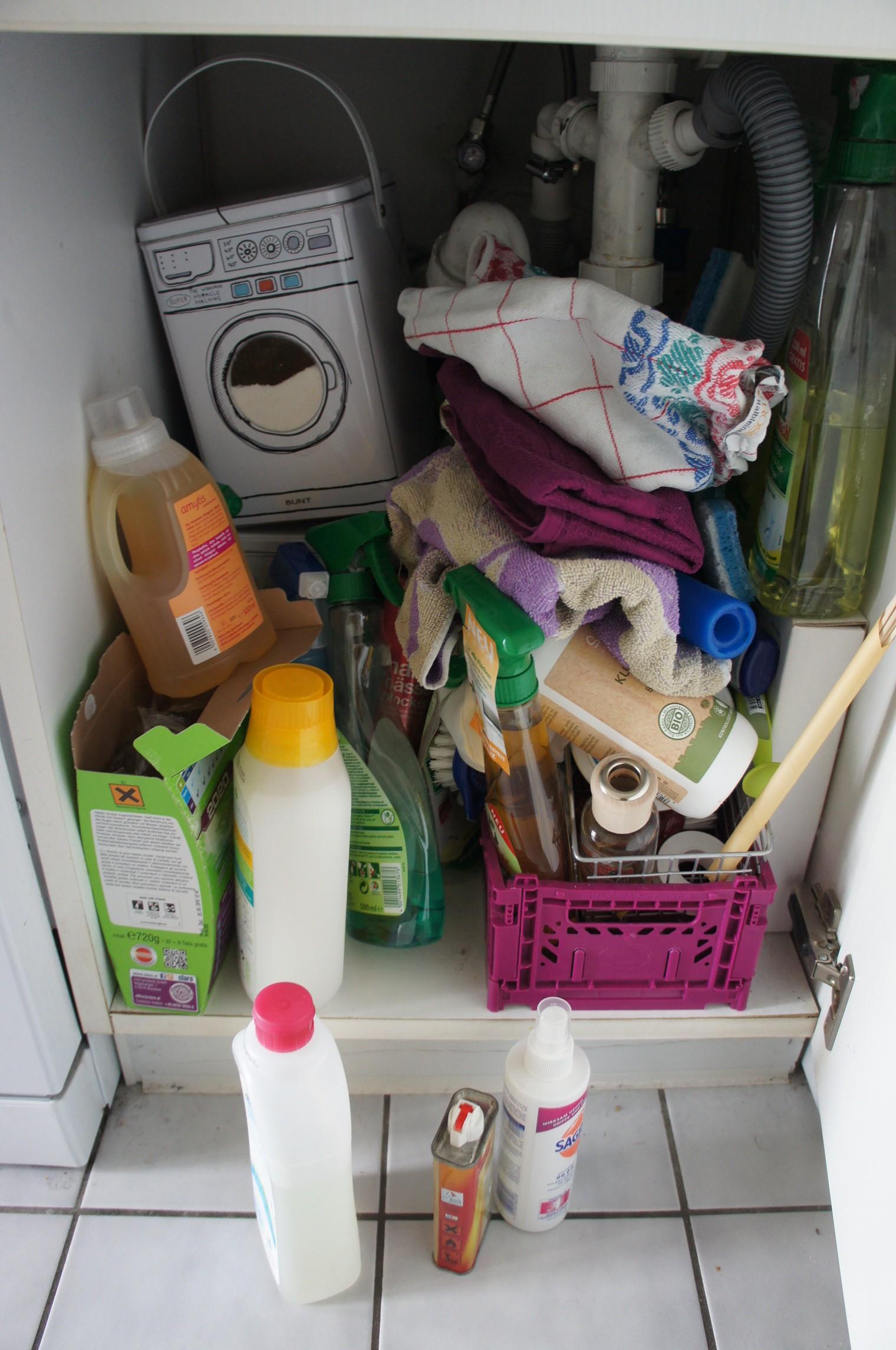 Schrank unter dem Waschbecken